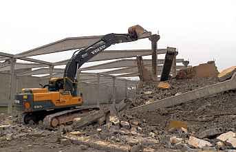 Tehlike Arzeden Eski Binalar Yıkılıyor