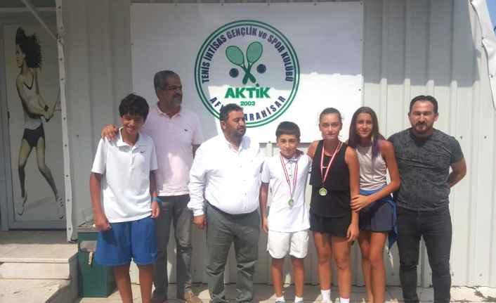 Mersin'li Tenisçiler Madalyayla Döndüler