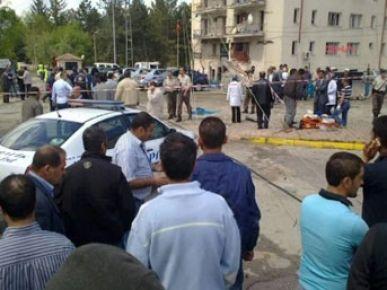 Emniyet müdürlüğüne canlı bombalı saldırı