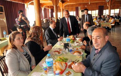 Erdemli Belediyesi'nden şehit ve gazi ailelerine yemek