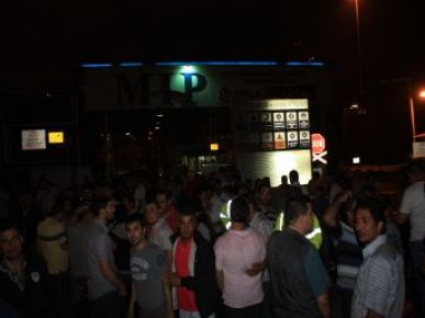 Mersin Limanı'nda Işçiler Iş Bıraktı Işler Durdu