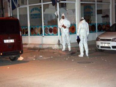 Mersin'de iş yeri önüne bırakılan bomba patladı