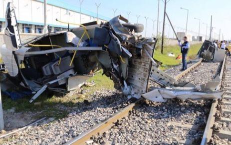 Mersin'de Tren kazası: 9 ölü çok sayıda yaralı var
