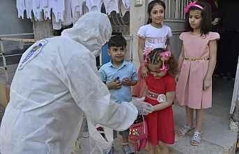 Yenişehir'de Bayram Şekeri Dağıttı