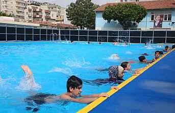Akdenizli Çocukların Havuz Sevinci