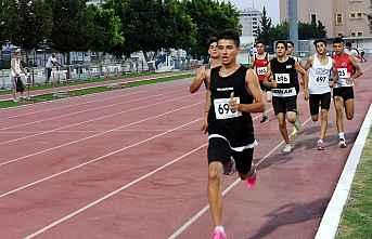 Atletler derece için ter döktü