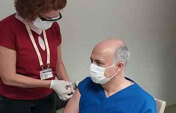 Sağlık Çalışanlarına Aşı Yapılmaya Başlandı
