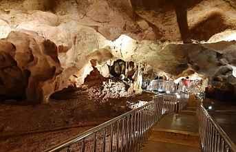 Taşkuyu mağarası görenleri hayrete düşürdü
