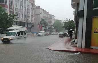 Samsun'da Sağnak Yağış Sel oldu